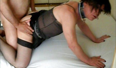 彼は彼の陰茎に彼女のセクシーを引っ張る エロ 動画 女 向け