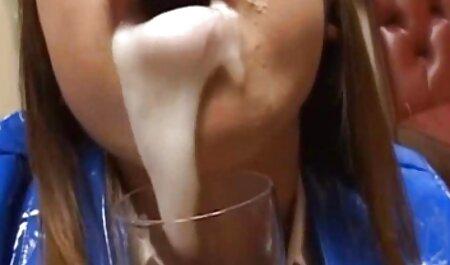 男は細身の金髪と性交のために曲がっています 女の子 ため の エロ 動画