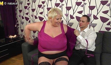 マッサージ師fucks上品な幅に油で作業 女性 の ため の セクシー ビデオ