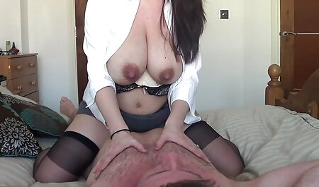 金髪framing彼女のスリットとお尻のための二つの強い男 av 女性 の ため の