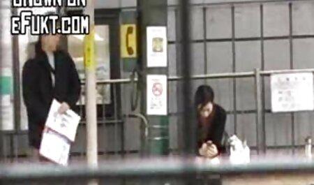 警官は陰茎にセクシーな金髪を引っ張った 女性 向け 動画 フェラ